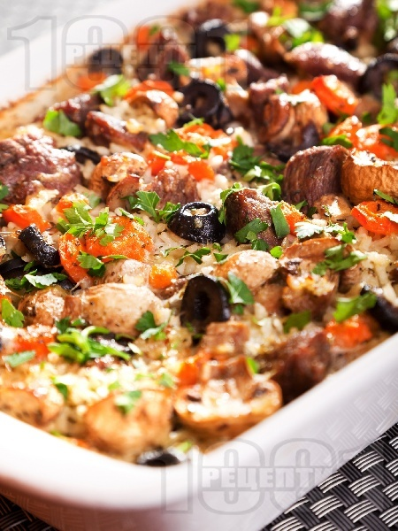 Телешко месо с ориз и зеленчуци на фурна - снимка на рецептата
